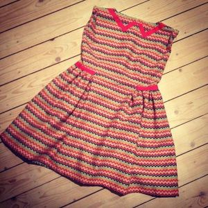 zigzag dress with fake collar